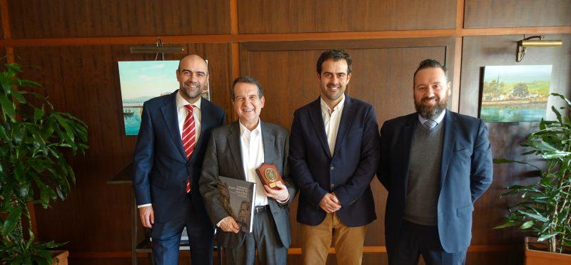 La junta directiva se reúne con el Concello de Vigo