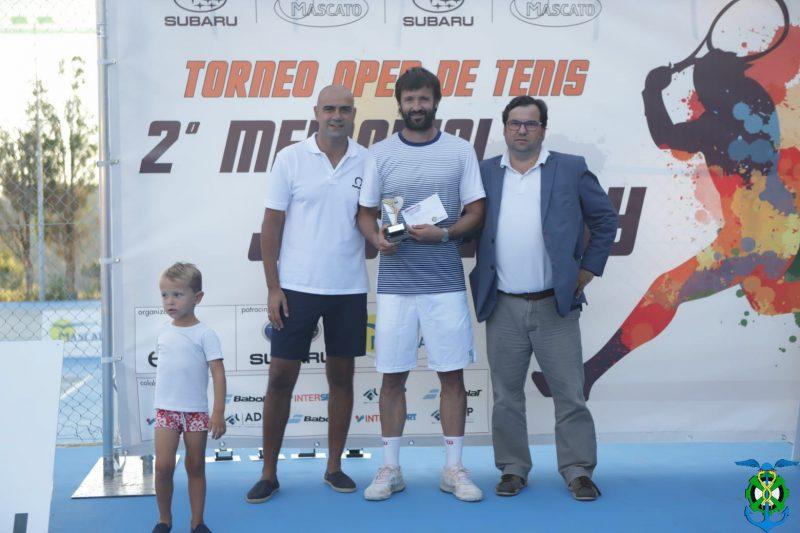 El campeón del mundo de tenis +40 Roberto Menéndez se hace con el Jack Roby del Mercantil