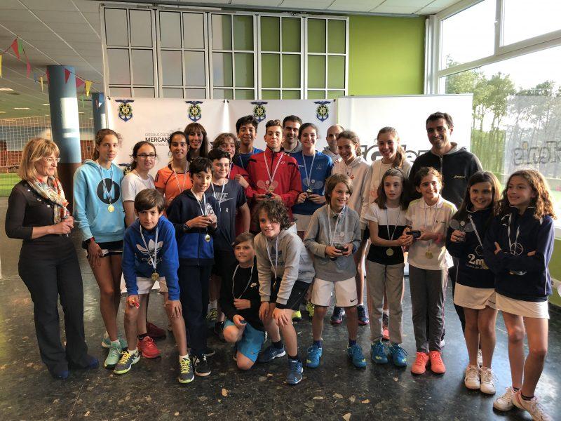 Cien niños se dieron cita en el Campeonato Gallego de Tenis por Equipos Infantil y Benjamín en el Mercantil